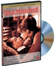 DVD: Ženu ani květinou neuhodíš